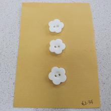 WHITE FLOWER BUTTONS