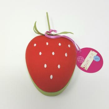 BUTTON IT STRAWBERRY PIN CUSHION