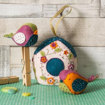 FELT BIRDHOUSE AND BIRDS KIT By CORINNE LAPIERRE