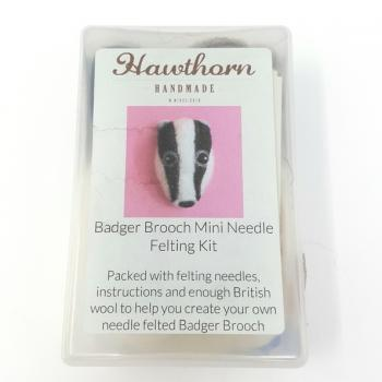 BADGER BROOCH FELTING KIT